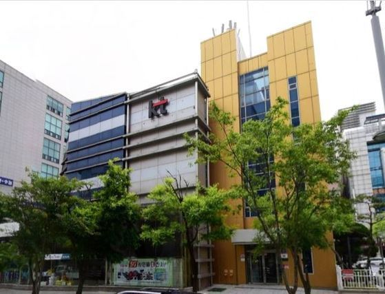 A building in Gonghang-dong, western Seoul, that will be converted into an officetel. The building was originally owned by KT. [NAVER MAP]