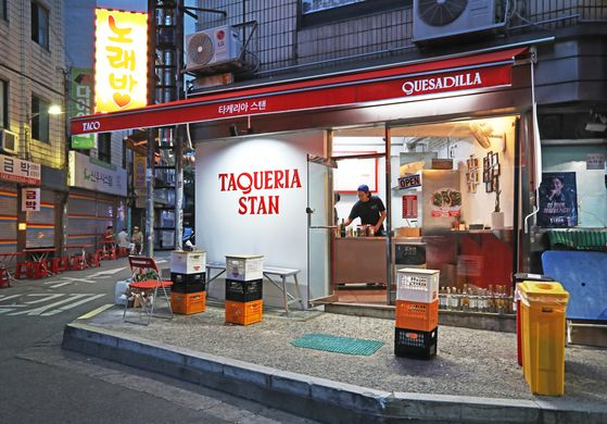 An evening view of Taqueria Stan, located in Euljiro, central Seoul. [PARK SANG-MOON]