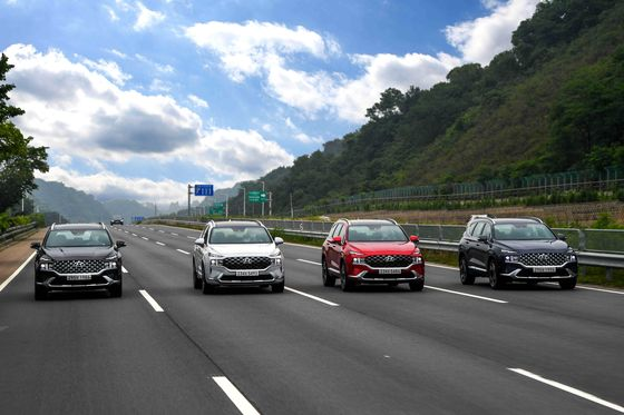 Hyundai Motor's facelifted Santa Fe SUV launched in Korea on July 1, two years after the fourth generation's launch in 2018. [HYUNDAI MOTOR]