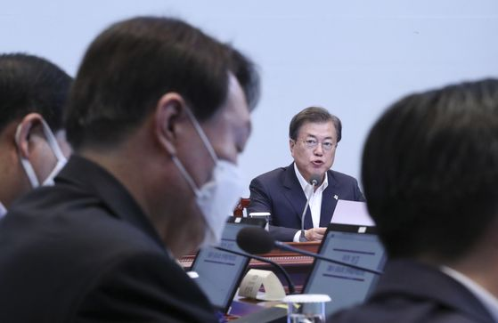 Prosecutor General Yoon Seok-youl, foreground, listens to President Moon Jae-in, center, speak at an anticorruption meeting at the Blue House on June 22. [YONHAP]