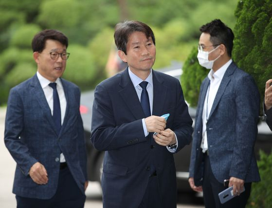 Rep. Lee In-young, center, the nominee for South Korea's Minister of Unification, enters an inter-Korean office in northern Seoul for his first day of work on Monday. [YONHAP]