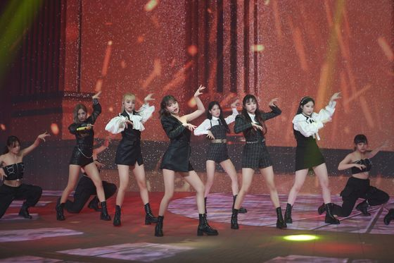 "Girl group (G)I-DLE performs its song ""Lion"" (2019) during its online concert held on Sunday. [CUBE ENTERTAINMENT]"