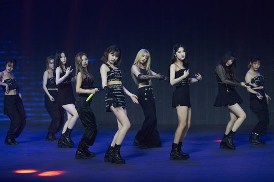 "Girl group (G)I-DLE performs its song ""Oh My God"" during its online concert held on Sunday. [CUBE ENTERTAINMENT]"
