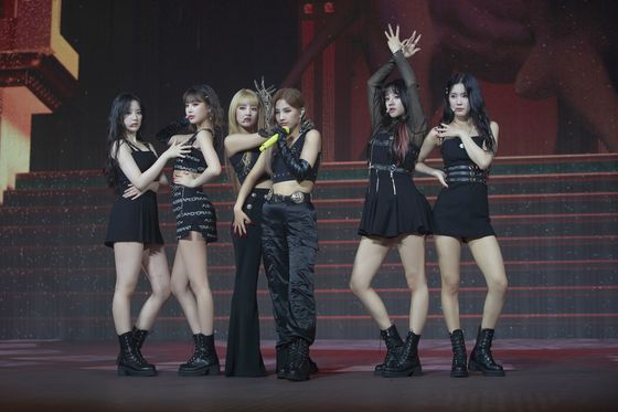 "Girl group (G)I-DLE performs its song ""Latata"" (2018) during its online concert held on Sunday. [CUBE ENTERTAINMENT]"