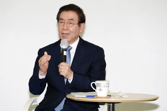 Seoul Mayor Park Won-soon discusses plans for the city to adapt to the post-Covid-19 age during a press conference at Seoul City Hall on Monday. [NEWS1]