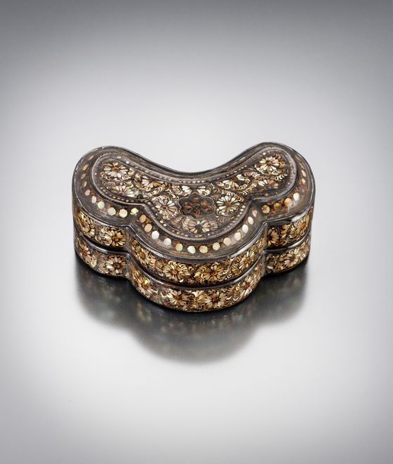A mother-of-pearl lacquerware of Goryeo Dynasty (918-1392) has recently returned to Korea from Japan. [CULTURAL HERITAGE ADMINISTRATION]