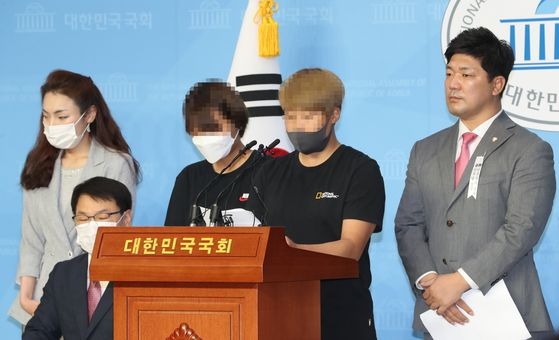 Former teammates of the late triathlete Choi Suk-hyeon hold a press conference at the National Assembly in Yeouido, western Seoul, on Monday supporting Choi's story of having endured years of systematic verbal and physical abuse prior to her suicide. Her former coach and two senior athletes on the same day denied allegations in testimony before the parliamentary sports committee. [YONHAP]