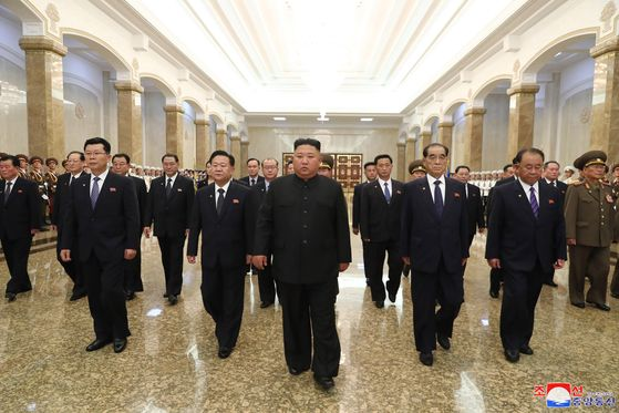 North Korean leader Kim Jong-un, center, is flanked by top officials including Choe Ryong-hae, second from left front row; Pak Pong-ju, second from right front row; and Ri Pyong-chol, first from right; as they pay tribute to regime founder Kim Il Sung at his mausoleum on Wednesday. [YONHAP]