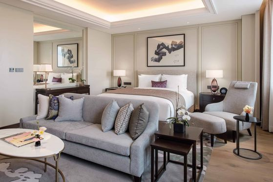 A premium deluxe room at Paradise City in Incheon. Hotels are putting extra care into disinfecting facilities to attract customers planning a staycation for the summer holidays. [PARADISE CITY]