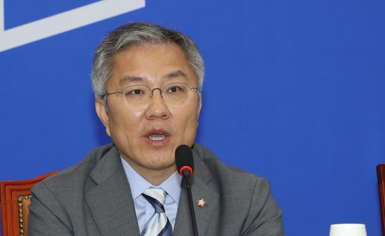 Rep. Choe Kang-wook, chairman of the Open Minjoo Party.  [YONHAP]