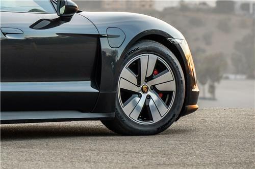 Hankook Tire's Ventus S1 evo 3 SUV tire on Porsche's Taycan 4S electric sports car. [HANKOOK TIRE]