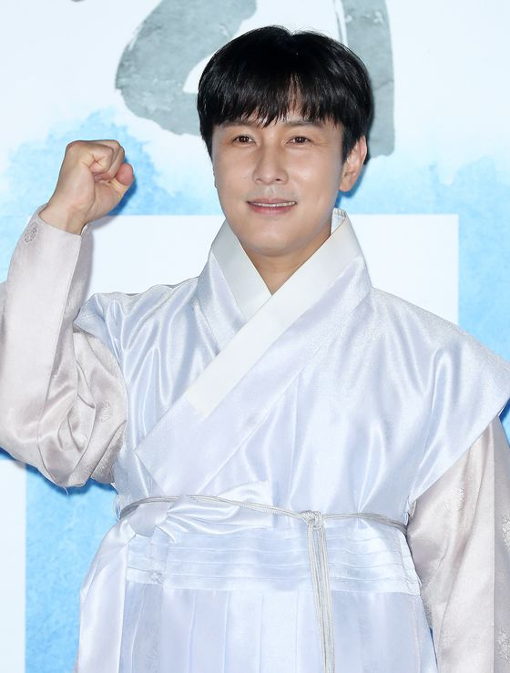 "Actor Kim Dong-wan poses for the press conference held on June 22 for the film ""The Singer."" [OFFICE DH]"