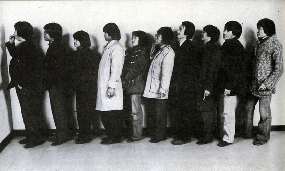 A photography of Reality and Utterance artists taken in 1982 [HAKGOJAE GALLERY]