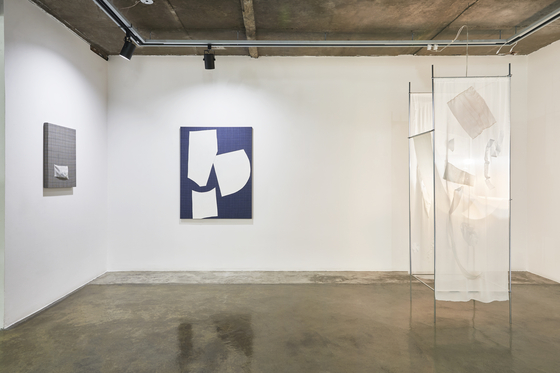 """Fay Shin's Air and Grid series (2019) and """"0 Light Year"""" (2020). [GALLERY SU]"""
