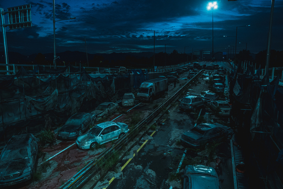 Four years after a zombie outbreak took over Korea, the country exists no more. Instead, the zombie-riddled landfill is referred as the Peninsula. [NEXT ENTERTAINMENT WORLD]