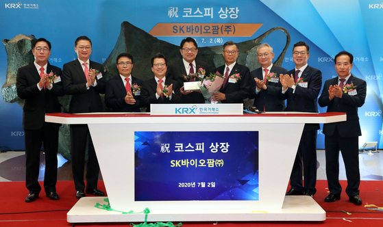 An initial public offering ceremony takes place at the Korea Exchange after SK Biopharmaceuticals goes public on July 2. The company's stock price rose rapidly after the listing. [YONHAP]