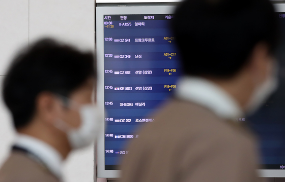 An electronic departure board at Incheon International Airport on Sunday shows Asiana Airlines' newly resumed flight to Nanjing in China. [YONHAP]