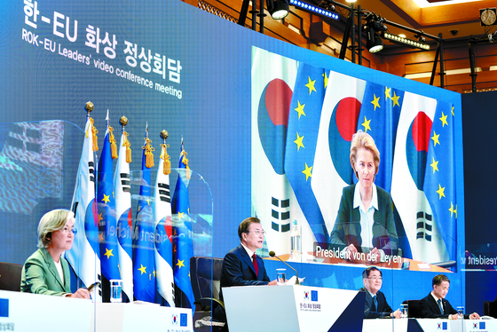 In a teleconference with leaders of the European Union in the Blue House on June 30, President Moon Jae-in asked the EU to become a major partner in the Green New Deal policies pursued by the Korean government. [JOINT PRESS CORPS]