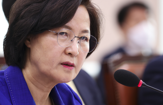 Justice Minister Choo Mi-ae answers questions from members of the Legislation and Judiciary Committee at the National Assembly in June. [LIM HYUN-DONG]