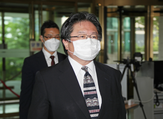 Hirohisa Soma, a senior official from the Japanese Embassy in Korea, arrives at the Korean Foreign Ministry in central Seoul Tuesday morning after the ministry summoned him to protest Tokyo's claims over the Dokdo Islets in a defense white paper. [YONHAP]