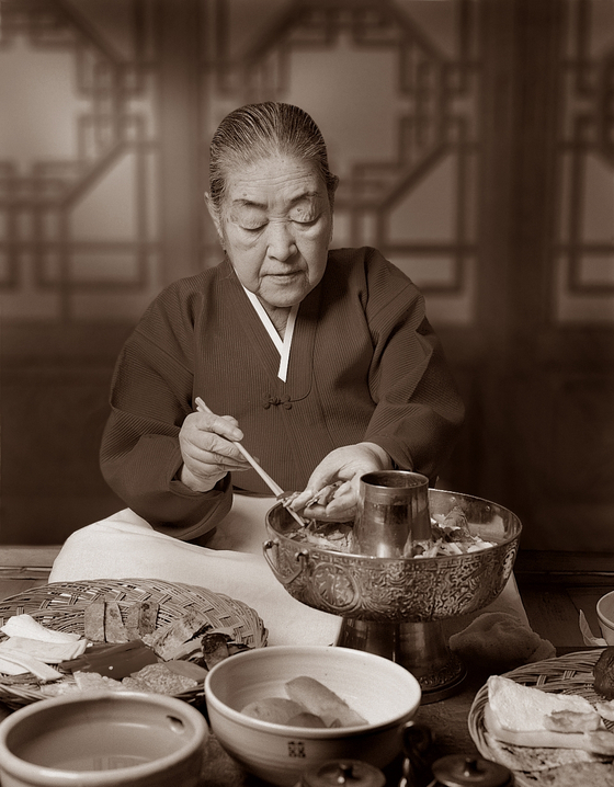 Hwang Hye-seong (1920-2006) was a culinary expert and researcher with expertise in royal court cuisine of the Joseon Dynasty (1392-1910). [KOREAN ROYAL CUISINE CULTURE FOUNDATION]
