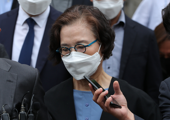 Lee Myung-hee, the mother of Korean Air Lines Co.'s chairman, leaves the Seoul Central District Court after her sentencing hearing on Tuesday. [YONHAP]