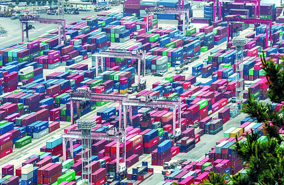 Containers are stacked at the Sinseondae container terminal in the southern port city of Busan on July 1. Korea's exports went down on year due to the pandemic, but the reduction rate has declined on month in June. [YONHAP]