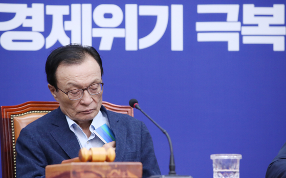 Democratic Party Chairman Lee Hae-chan attends the Supreme Council meeting on Wednesday.  [YONHAP]