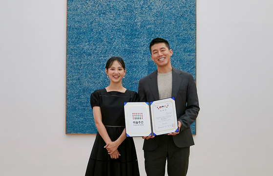 Celebrity couple Yoon Seung-ah, left, and Kim Moo-yul have been appointed as the honorary ambassadors for Korea Art Week 2020. [KOREA ARTS MANAGEMENT SERVICE]