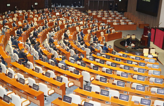 The seats of the United Future Party (UFP) lawmakers are empty as the main opposition party boycotted the Intelligence Committee chairman election on Thursday.  [YONHAP]