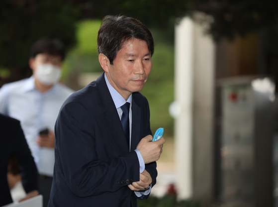 Rep. Lee In-young, nominee for unification minister, photographed last week as he heads to work. [YONHAP]