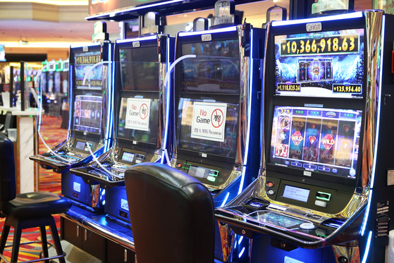 Slot machines at Kangwon Land casino in Gangwon province on July 1. Machines will be separated farther apart to maintain distance among gamblers. [NEWS1]