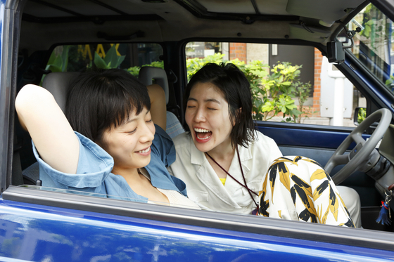 Actor Shim Eun-kyung, right, and Japanese actor Kaho, jointly received the Best Actress award at the 34th Takasaki Film Festival in March.[AUD]