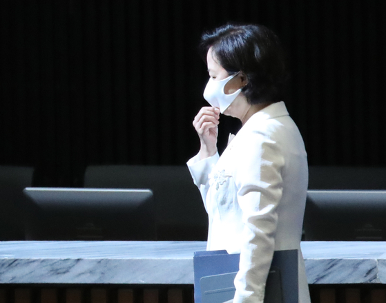 Justice Minister Choo Mi-ae leaves the National Assembly on Monday after the ruling party's floor leader, Rep. Kim Tae-nyeon of the Democratic Party (DP), ended his speech. [YONHAP]
