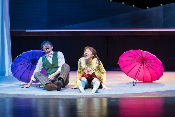 """Theatrical performance 'The Summer of Esme"""" talks about grief and loss through the story of a little girl named Esme. It is based on 'Walking the Tightrope"""" written by Mike Kenny. [SEOUL ARTS CENTER]"""