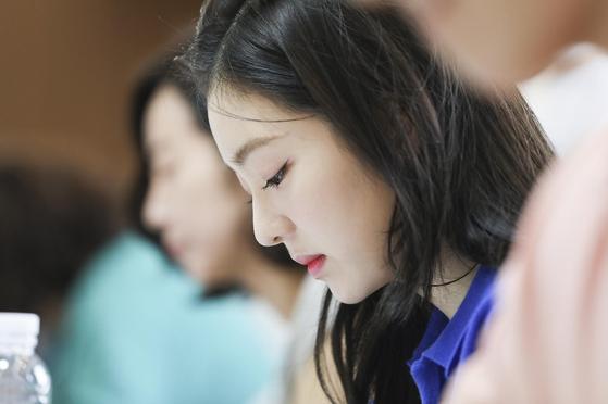 "Irene of the girl group Red Velvet will make her screen debut through KT's film ""Double Patty."" [KT]"