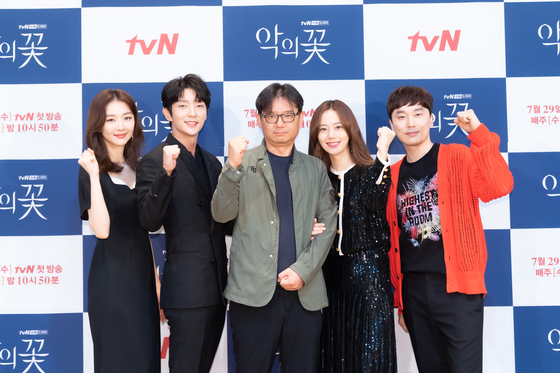 """The cast of the upcoming tvN drama series """"Flower of Evil"""" posing for a photo on Wednesday. The series is to start airing on July 29. [TVN]"""
