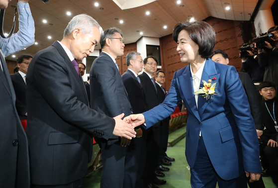 In this file photo, Justice Minister Choo Mi-ae, right, shakes hand with Yang Bu-nam, head of the Busan High Prosecutors' Office, at her inauguration ceremony on Jan. 3, 2020.  [YONHAP]