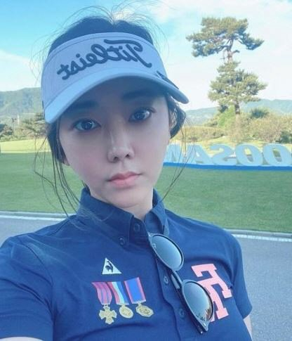 A selfie posted on actor Park Soo-in's Instagram account. Her account went private after claims she committed gapjil against a golf caddie. [INSTAGRAM CAPTURE]