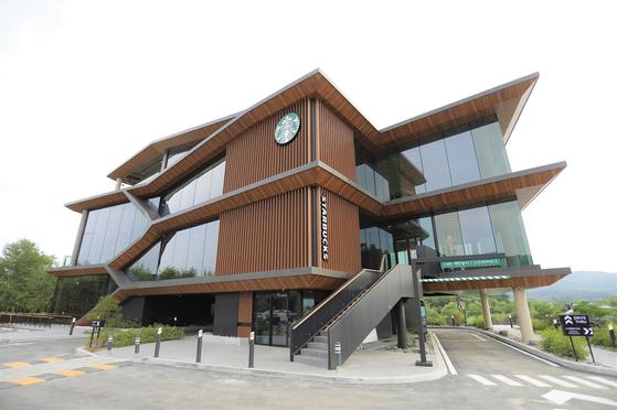 A new Starbucks store in Yangpeong, Gyeonggi that opened on Friday. [STARBUCKS KOREA]