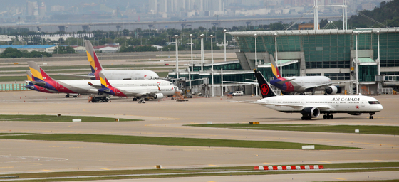 Asiana Airlines fleets parked in Incheon International Airport. [YONHAP]