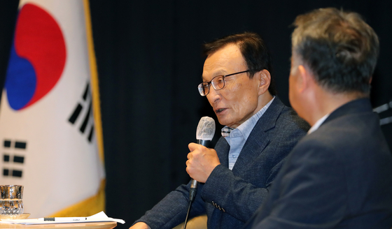 """Lee Hae-chan, chairman of the ruling Democratic Party, calls Seoul a 'tasteless city"""" at a meeting in Sejong Administrative City, his previous constituency, July 24. [NEWS1]"""