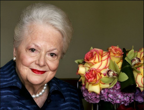 """Actress Olivia de Havilland, who played the doomed Southern belle Melanie in """"Gone With the Wind,"""" has died, aged 104 in Paris, publicist says Sunday July 26. [AP/YONHAP]"""