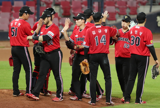 The Kia Tigers players celebrate after picking up a win against the Samsung Lions at Gwangju Kia Champions Field on Sunday. [YONHAP]