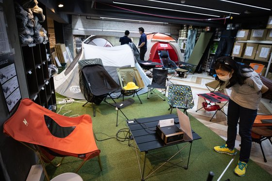 Customers look at camping gear and equipment at a camping store in Seongnam, Gyeonggi. [NEWS1]
