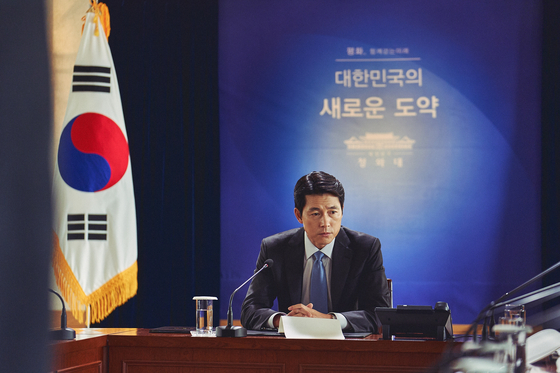 Actor Jung Woo-sung portrays South Korean president Han Kyung-jae, a determined leader set on getting North Korea and the United States to sign a peace treaty to ultimately guide the Korean Peninsula to a peaceful regime. [LOTTE ENTERTAINMENT]