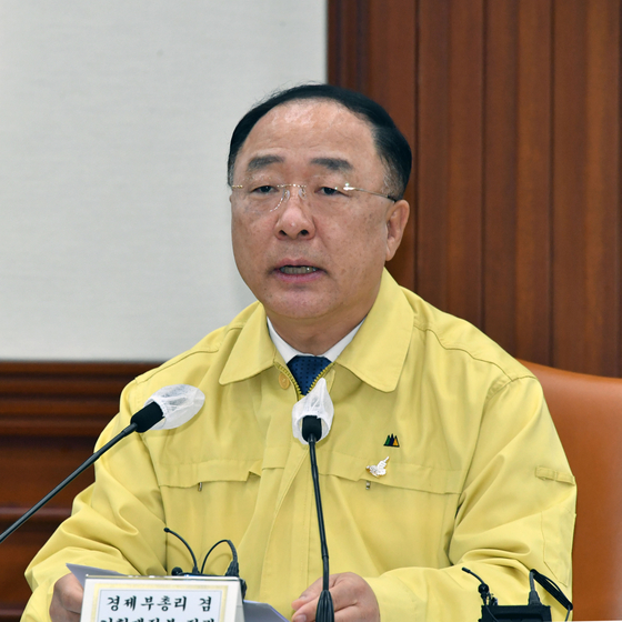 Finance Minister Hong Nam-ki announces the government measures on corporate venture capital during a government economic emergency meeting held in Seoul on Thursday. [YONHAP]