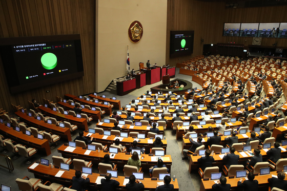 The United Future Party's seats are empty after the main opposition party walked out in protest of the jeonse reform legislation at the National Assembly in Seoul on Thursday. [YONHAP]