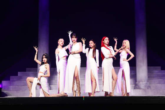 """Girl group GFriend performs its new track 'Apple"""" during an online showcase, prior to the release of the new EP 'Song of the Sirens,"""" which was at 6 p.m. Monday. [SOURCE MUSIC]"""