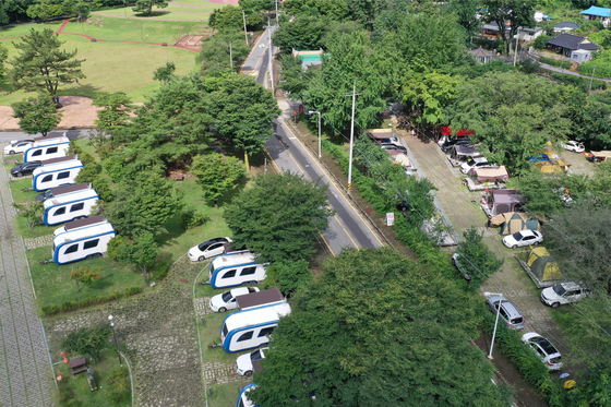 An aerial view of a camp site in Gokseong County, South Jeolla. Health authorities Friday warned of camp sites becoming breeding grounds for the coronavirus after six infections were traced to one in Hongcheon County, Gangwon, this week. [YONHAP]